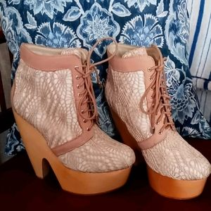 Adorable ankle boots.